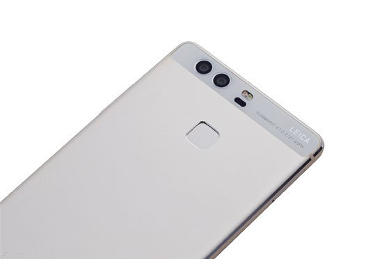 The p9 has high quality build, which holds up even when it's compared against more expensive flagships.
