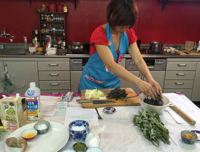 Learn to cook like an Okinawan in a superfoods cooking class at Yakuzen Ryuka.