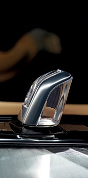 Diamond-cut controls (in every XC90 variant) and a crystal-glass gearlever (T8 only) make the cabin feel even classier.