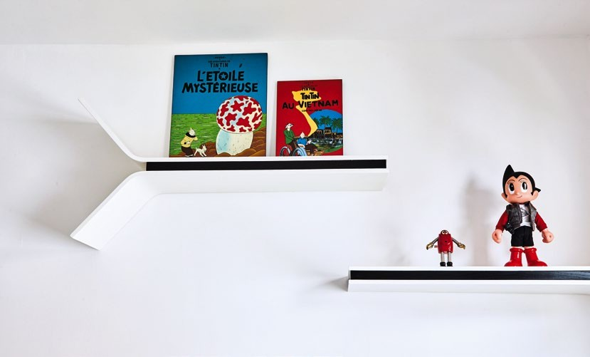 A toy collector, Lilian loves to travel and buy cool decor and accessories, including the two Tintin decor pieces from Vietnam. She bought the shelves from Luxur Home.