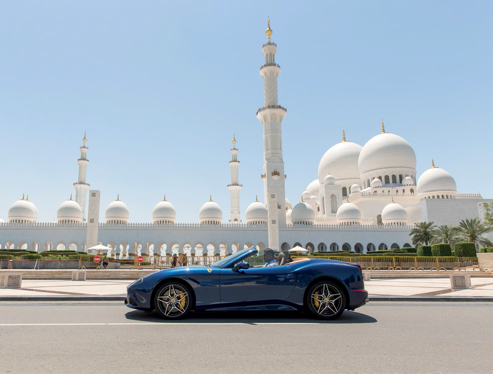 05 The largest in the UAE, the Sheikh Zayed Grand Mosque has four minarets and 82 domes.