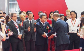 4. Dr. Christian Göke welcomes Mr. Biao Chen, Vice Mayor of Shenzhen Municipal Government at CE China opening ceremony.