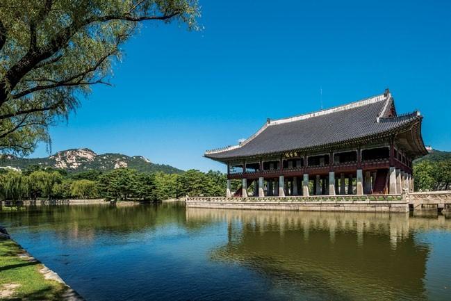 Gyeongbokgung Palace is just a short walk away from Four Seasons Hotel Seoul.