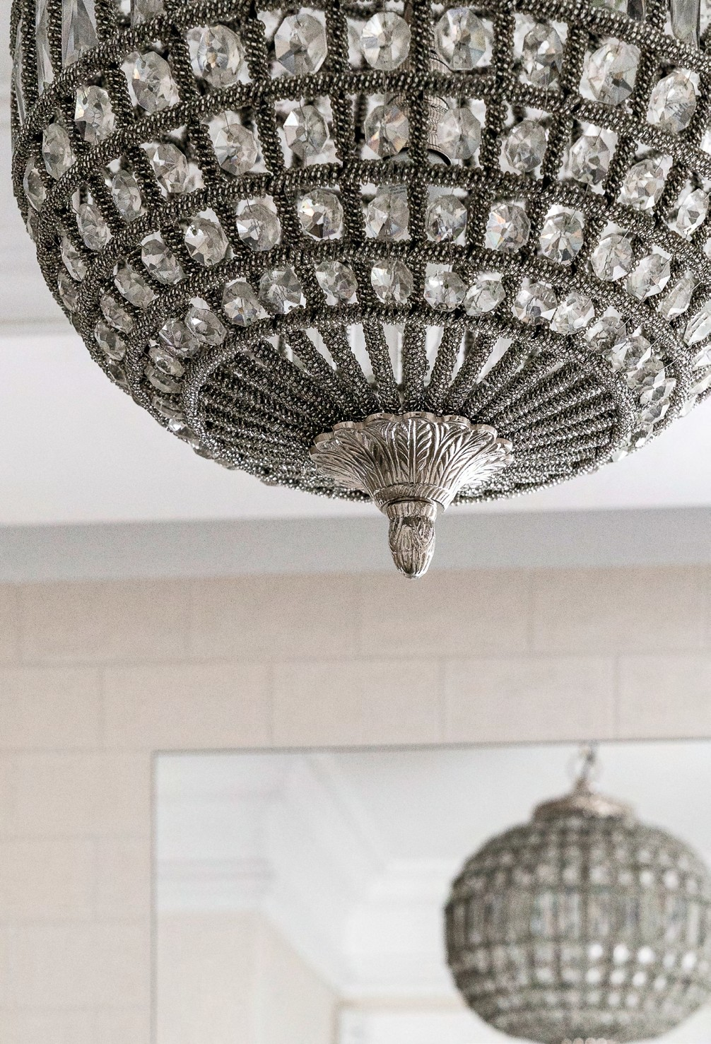 Decorative detailing on the pendant light fixtures lends a touch of opulence.