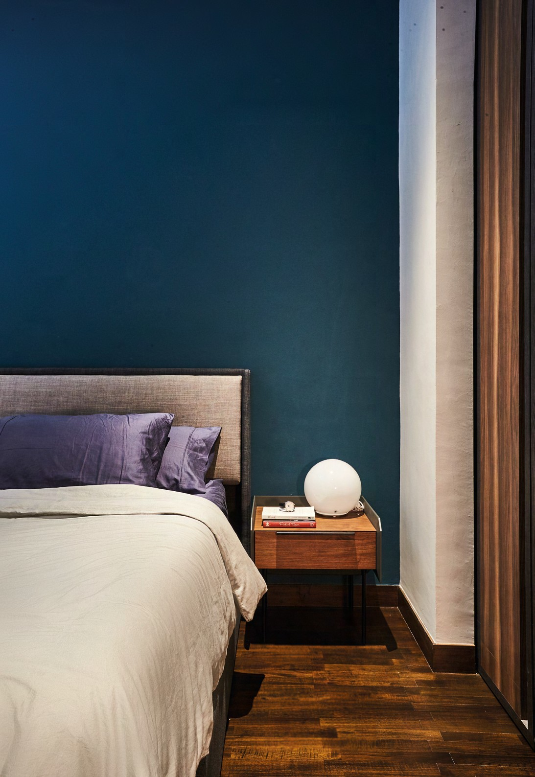 Separating the sleeping area and walk-in wardrobe are specially detailed sliding doors with a gap in between that lets in light. The peekaboo effect accentuates the layering of spaces – from the bedroom to the walk-in wardrobe and the master bath beyond.