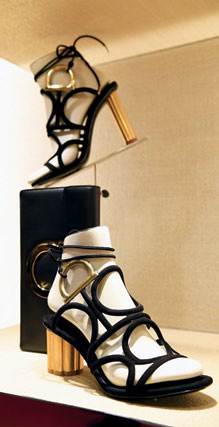 Flower heels and sculptural curves are stars in the new footwear collection
