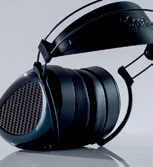 The ear cups of the closed-back Aeon Flow are made out of carbon fiber.