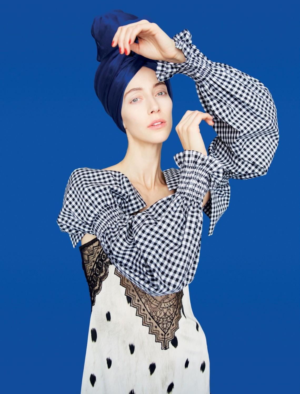 Dress, Burberry. Headscarf, stylist's own SB0419_Fashion_Shape-TP.indd   172 14/3/19   5:00 PM OPPOSITE: Dress, Valentino. Scarf, stylist's own